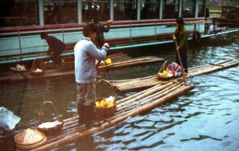 bauble sellers - Li River