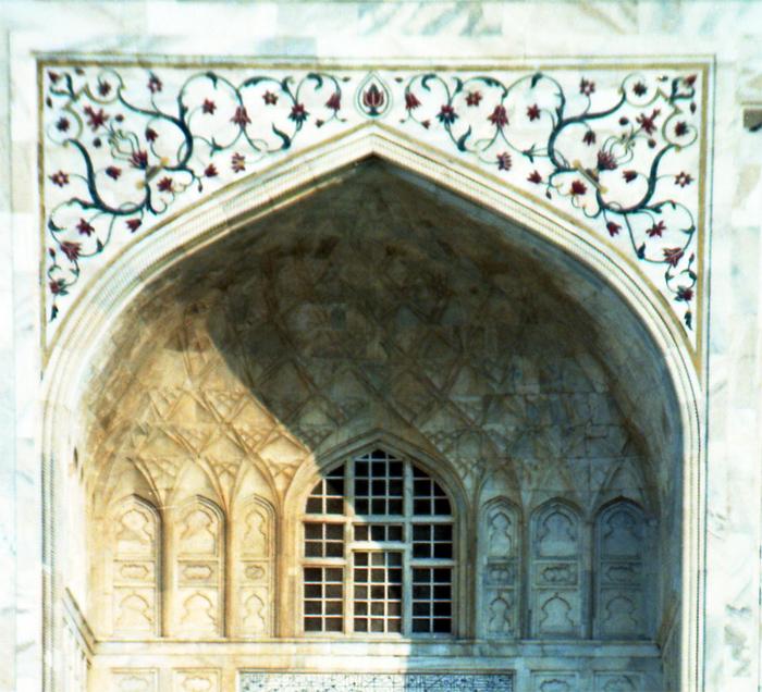 Taj - porta