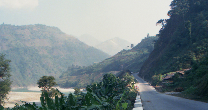 Estrada perto de Kathmandu