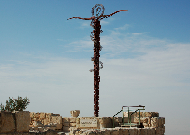 Monte Nebo - serpentine cross
