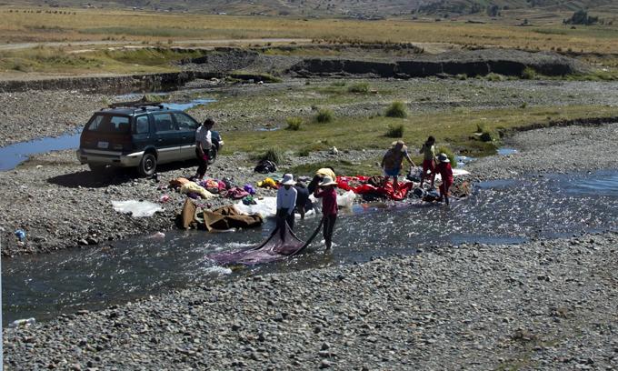 lavar roupa na ribeira