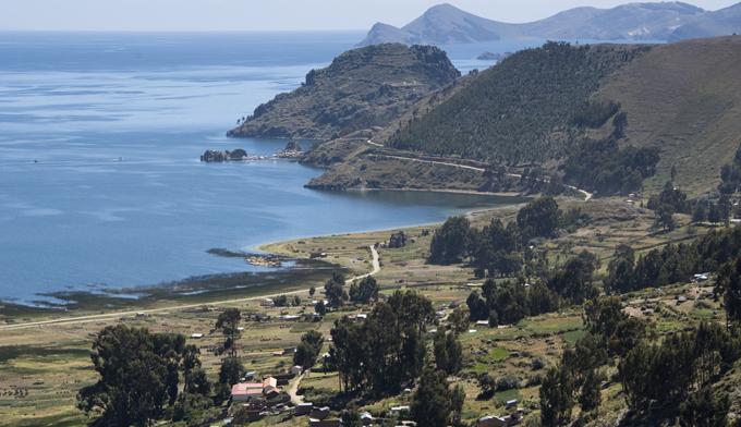 estrada em redor do Titicaca