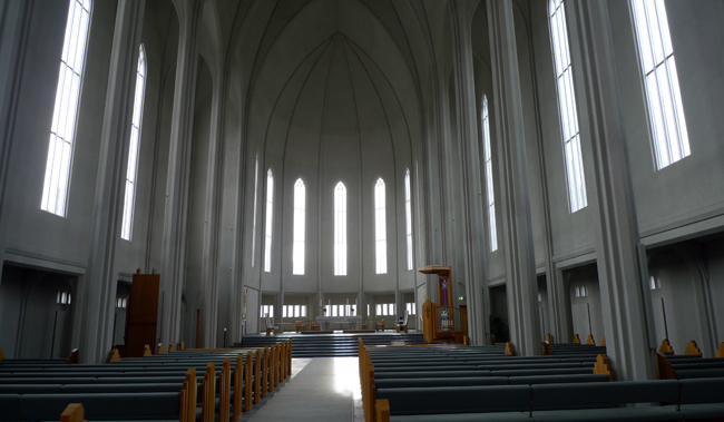 site_reykjavik_catedral_pulpito