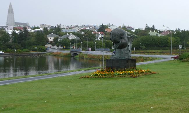 site_reykjavik_lagoa_estatua