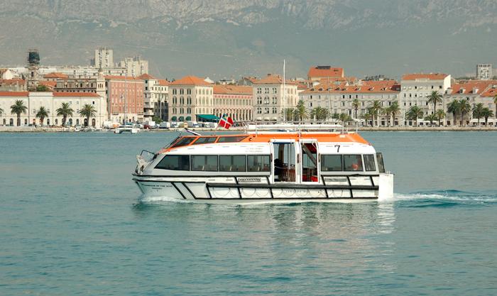 Transbordo na marina de Split