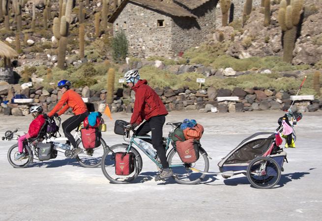 ciclistas chegam à Isla del Pescado