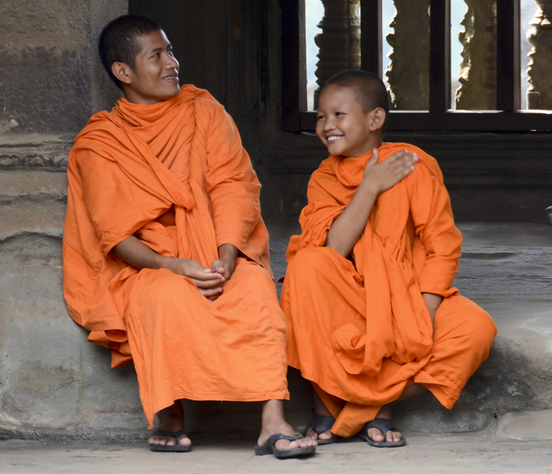 monges budistas em Angkor Wat