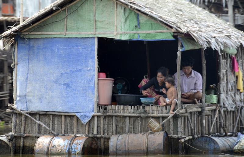 casa no meio do canal em Kompong Phluk
