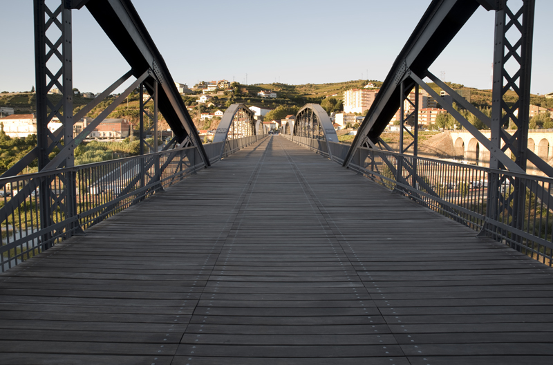ponte pedonal na Régua