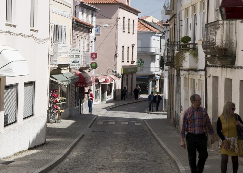 rua no centro do Sabugal