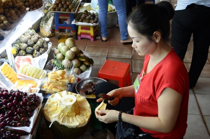 vendedora de fruta no Ben Thanh