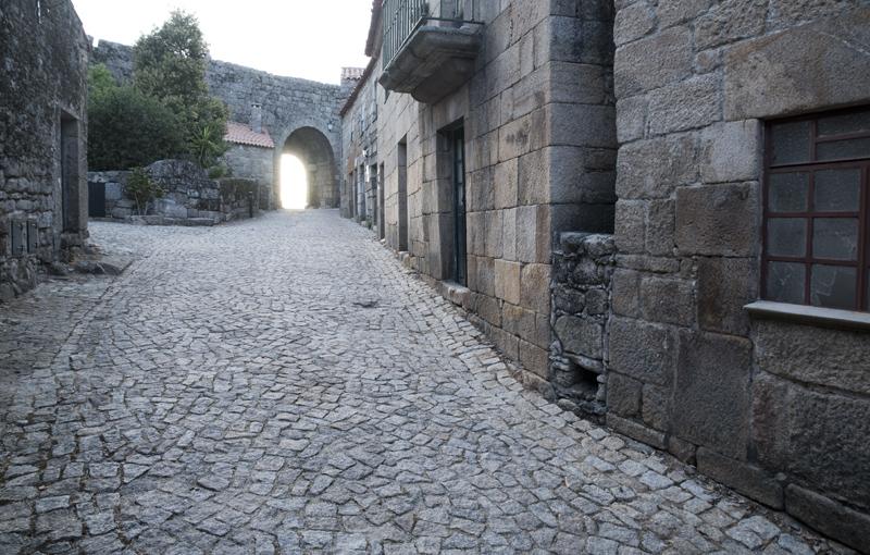 rua em direção à Porta Nova