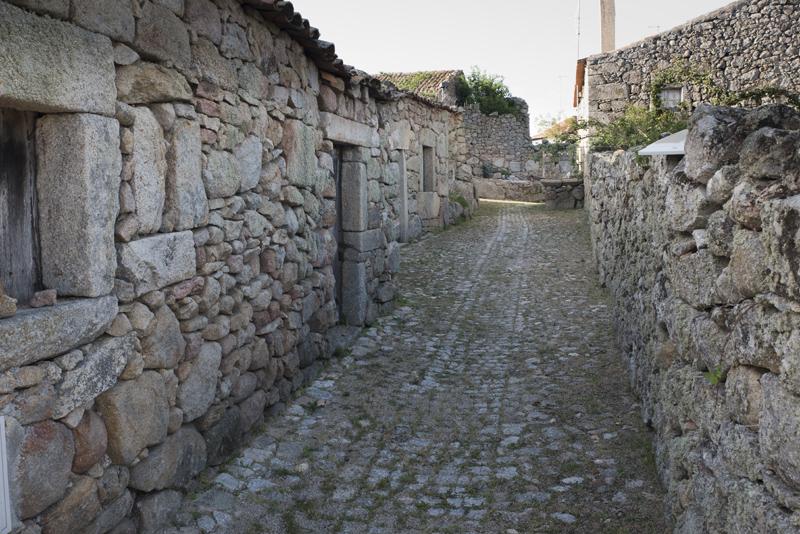 casario antigo próximo do castelo