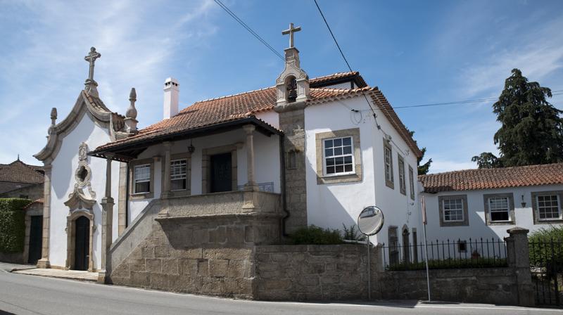 Solar com igreja em Cabanas de Viriato