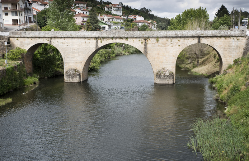 Ponte de Coja sob o rio Alva
