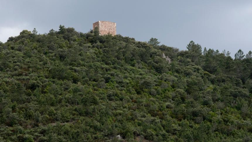 Castelo no alto da Serra das Talhadas