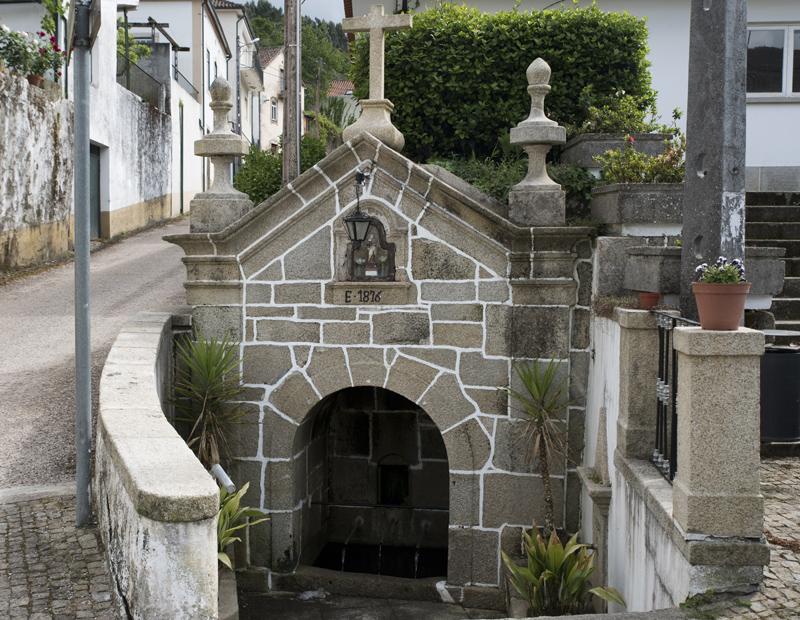 Fonte perto do Convento