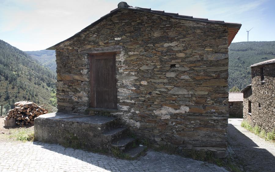 Uma das muitas casas de xisto