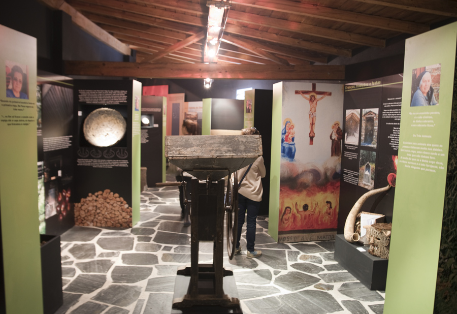 Interior do Ecomuseu Tradições do Xisto em Aigra Nova