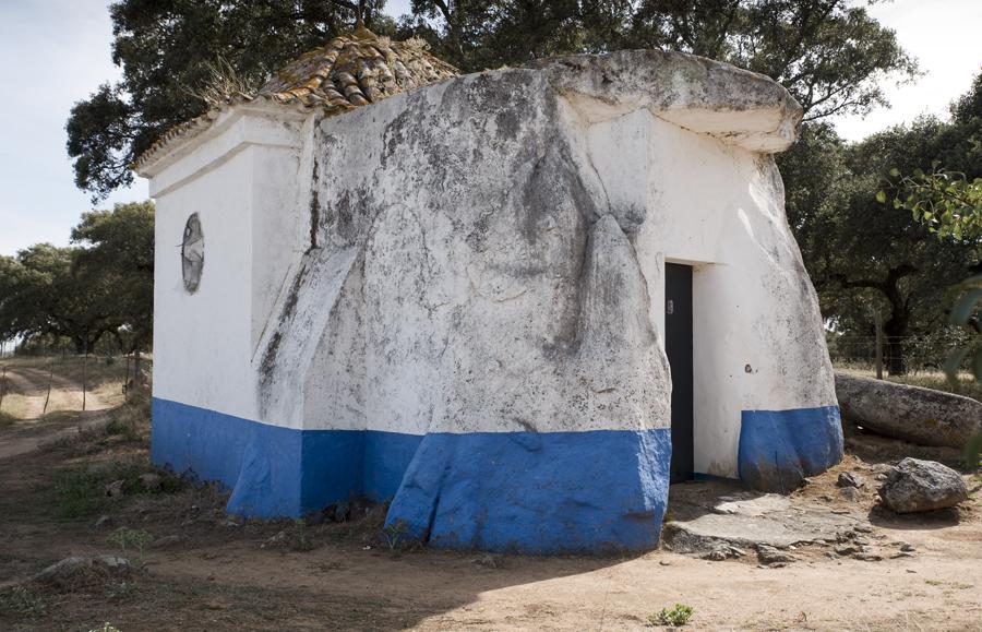 Anta-capela Senhora do Livramento
