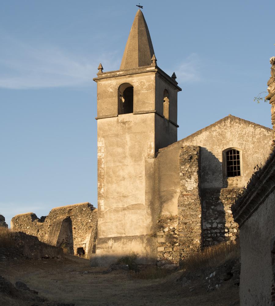 Torre no interior da fortaleza