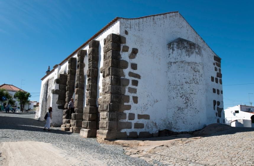 Pilares romanos da igreja de Santana do Campo