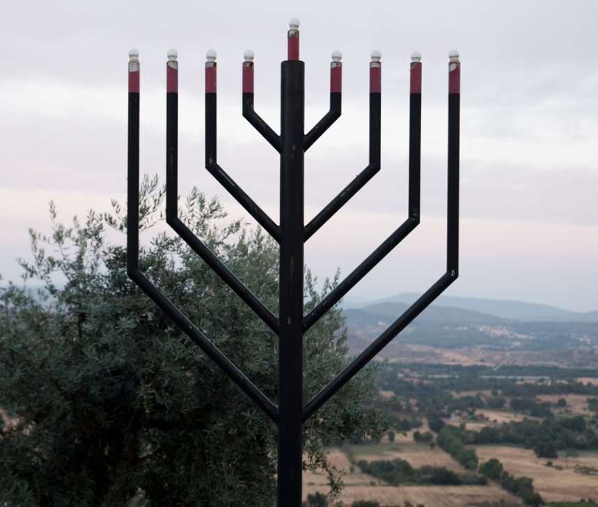 Símbolo judaico no jardim da Sinagoga