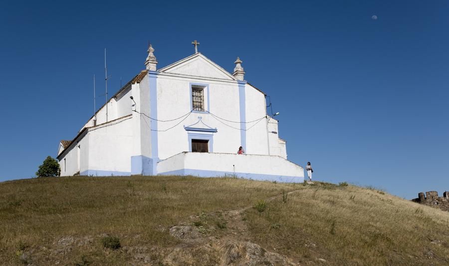 Igreja no interior das muralhas de Arraiolos