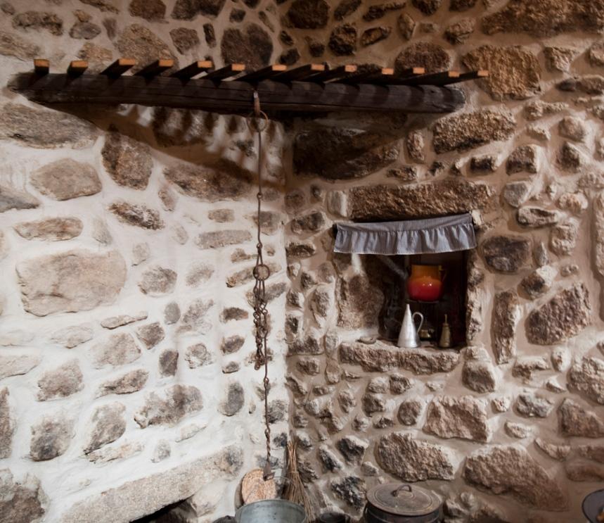 Casa etnográfica: a lareira numa casa tradicional