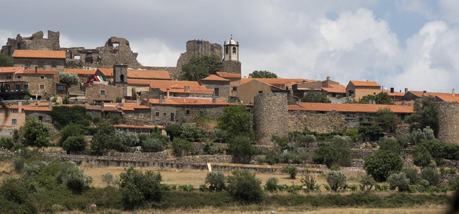 Torreões ao longo da muralha