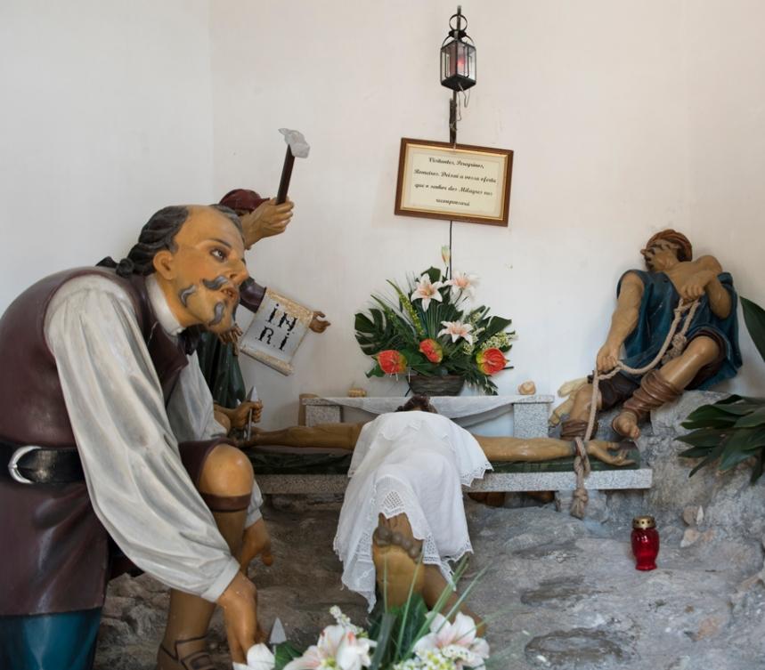 """Interior da Capela do Senhor do Monte - Cristo e os """"judeus"""""""