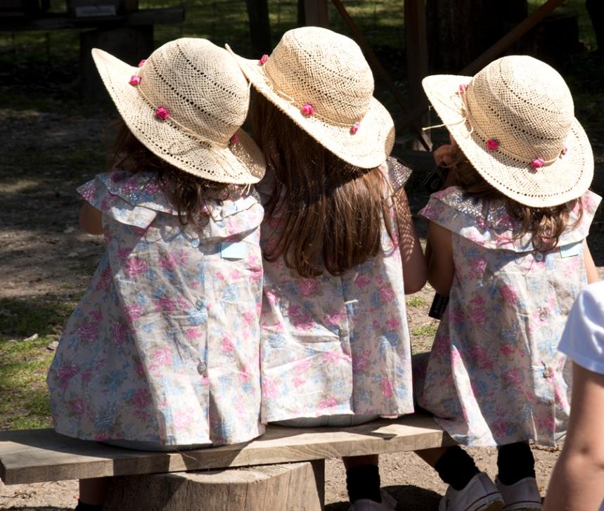 Crianças assistem a um atelier