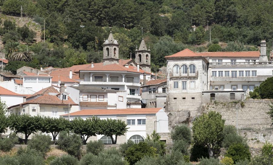 A vila está na encosta da Gardunha