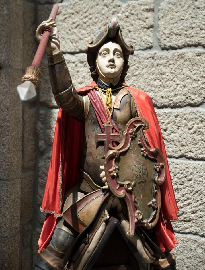 Figura de S. Jorge na entrada do Palácio