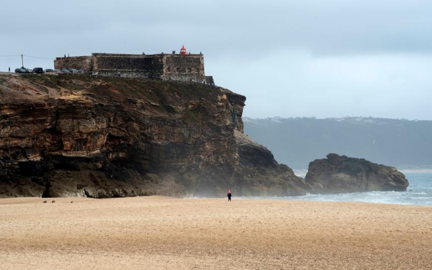 Forte de S. Miguel Arcanjo visto da Praia do Norte