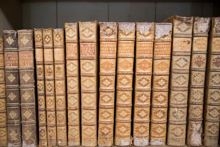A biblioteca tem cerca de 36 mil volumes