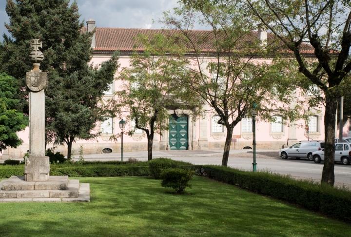 Vista do jardim em frente da fachada principal