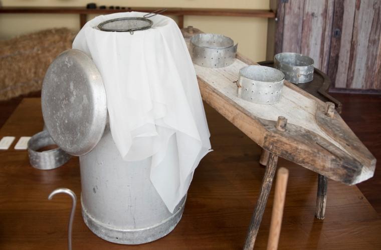 Produção de queijo artesanal - Museu do queijo em Peraboa
