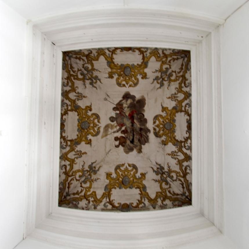 Pintura fixada no tecto no Palácio - zona do Rei
