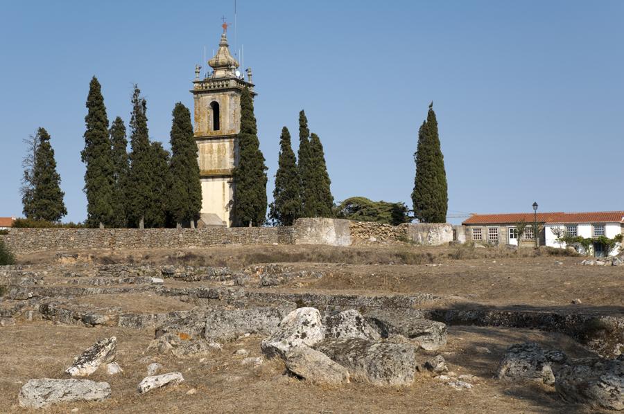Ruinas do castelo e torre do relógio