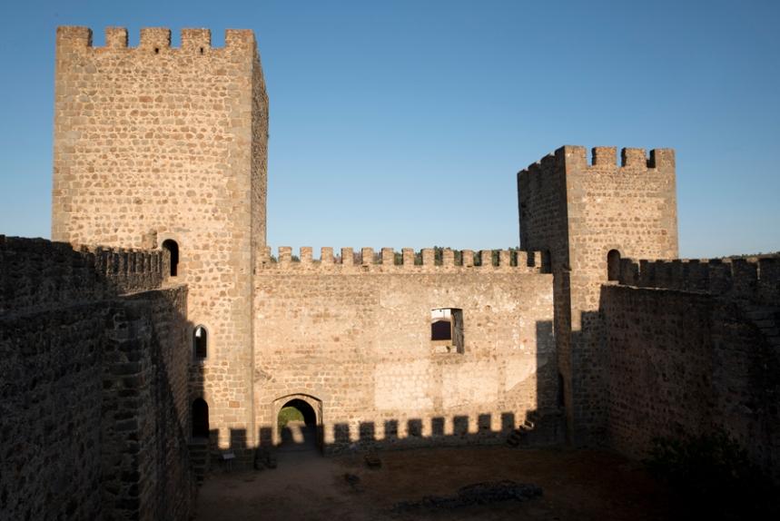 Interior do castelo e a torre de menagem