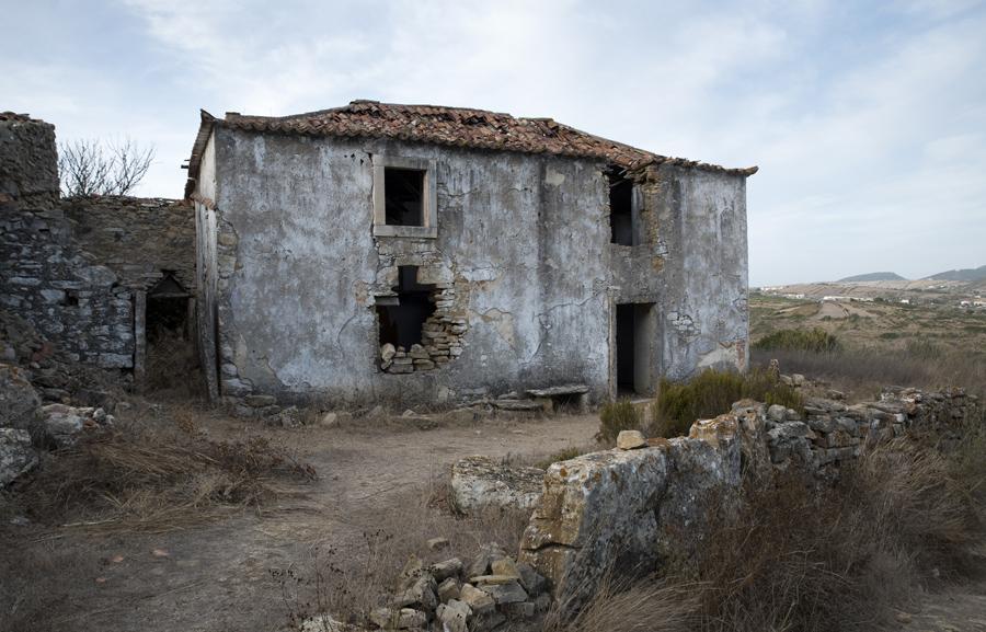 Algumas casas começam a  ter inscrições no interior