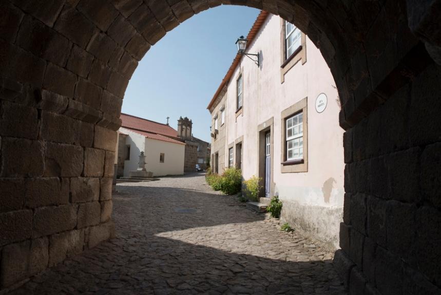 Entrada em Castelo Mendo