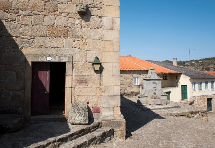 Casa da Câmara (agore é um museu) e o chafariz