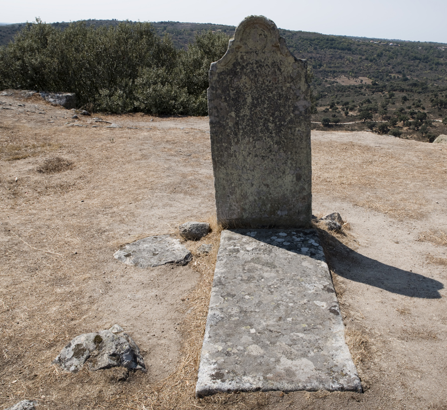 Túmulo do Tenente-coronel Miguel Corte-Real
