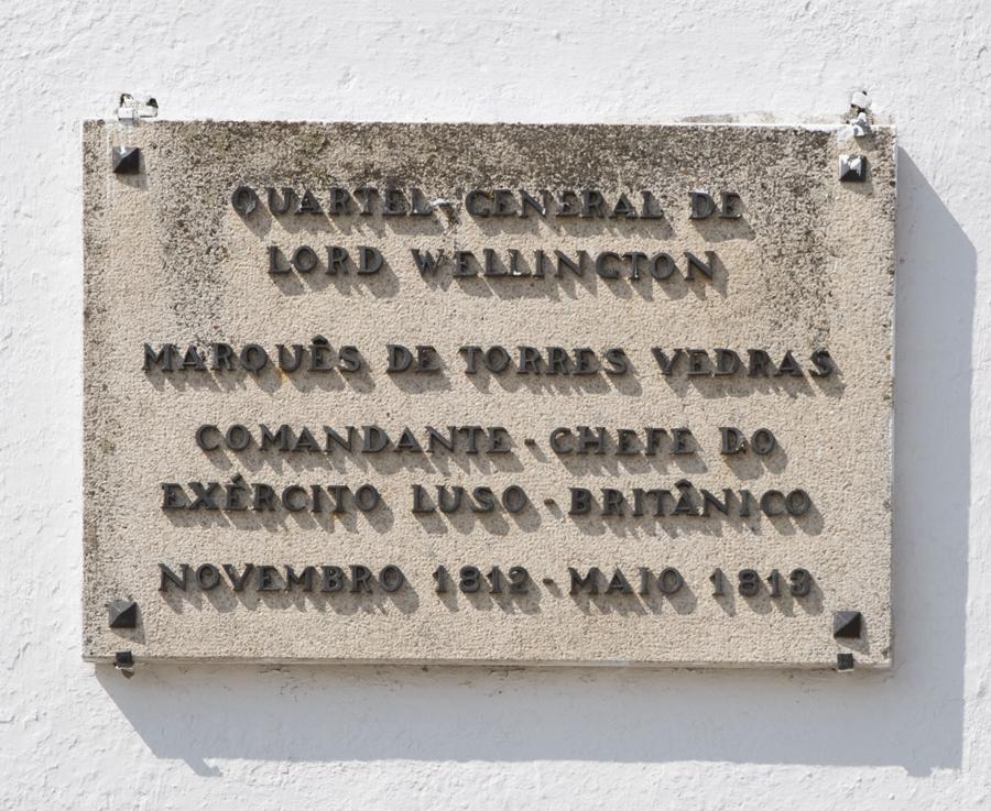 Referência a Wellington na parede da capela