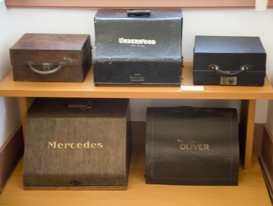 Caixas onde se guardavam e transportavam as máquinas de escrever