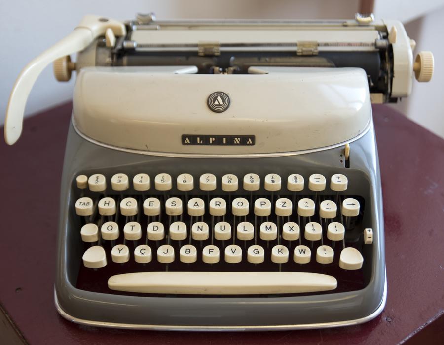 Máquina com teclado HCESAR
