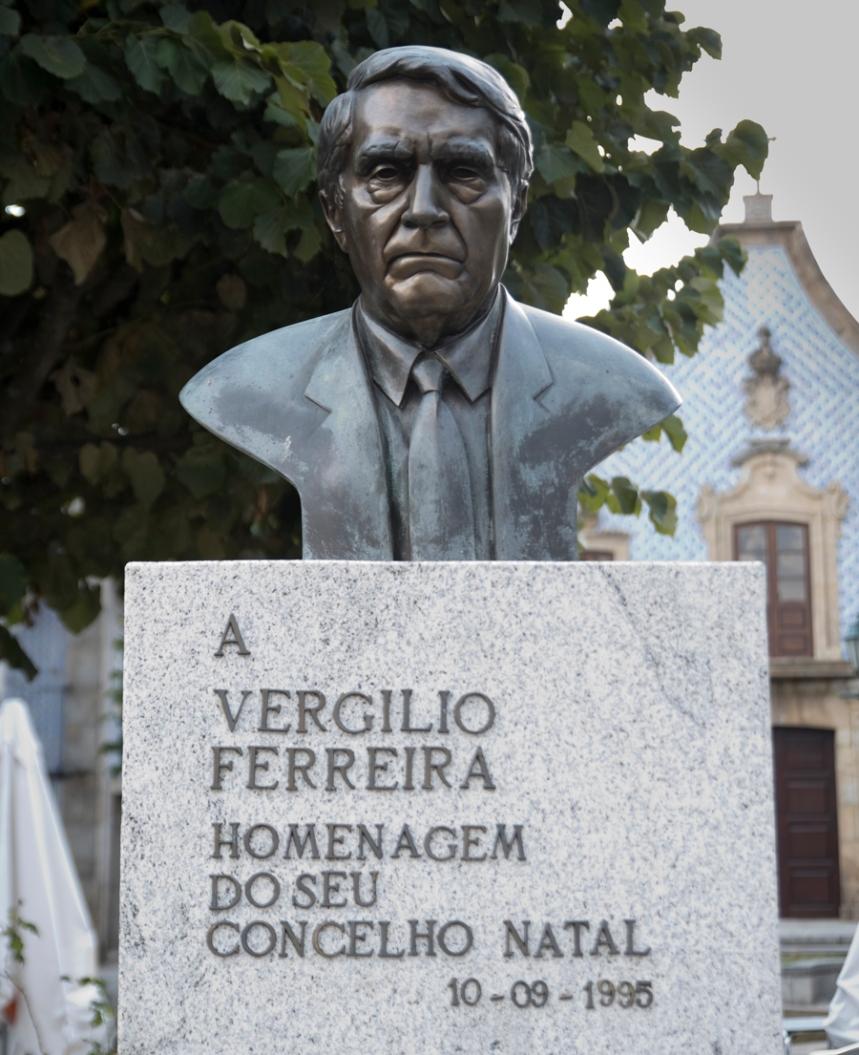 Busto de Vergílio Ferreira em Gouveia