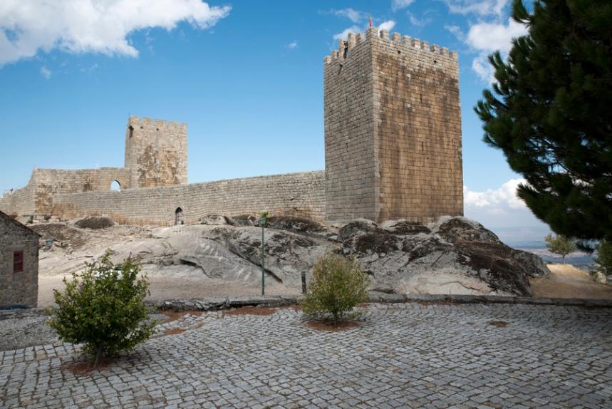 Castelo assente na base granítica